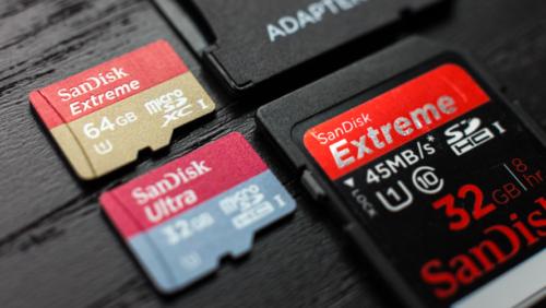 À gauche: une carte micro SD | À droite: une carte SDCrédit photo: Tested