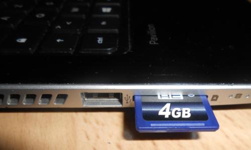 Fente compartiment carte mémoire SD ordinateur